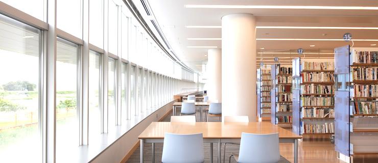 北茨城市立図書館館内の写真
